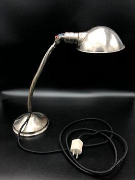 Tischlampe im Industriedesign
