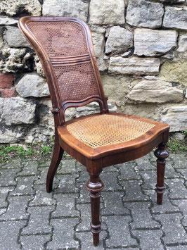 Stuhl mit Klapplehne