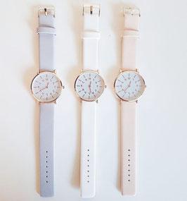 Horloge met Arabische cijfers pastelkleuren