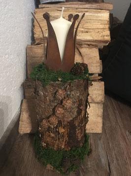 Rostkrone auf Holzstamm