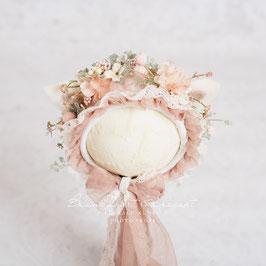 Nr.: 7 Flowerbonnet natur-altrosa, mit Öhrchen, für Sitter