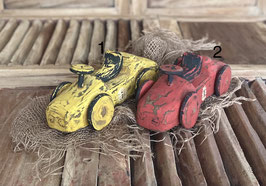 Holzauto in Farben, handgefertigt