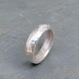 Silber-Ring gehämmert