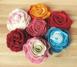 Gefilzte Rose, Brosche