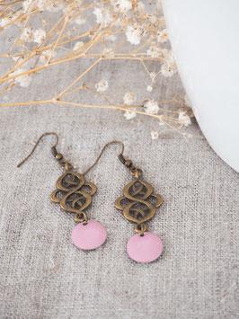 Boucles d'oreilles arabesques rose pâle