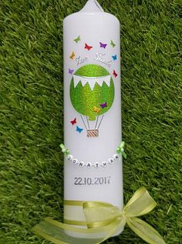 Taufkerze TK105 Schmetterlinge Heißluftballon in Apfelgrün - Bunt Holoflitter