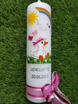 Taufkerze TK271 Gänse Mädchen sitzend Rosa-Pink Holoflitter / Regenbogen / Doppelschleife