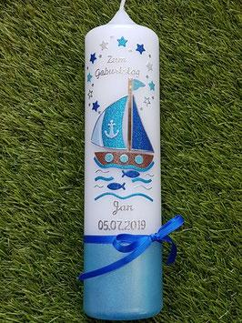 Geburtstagskerze Boot GK314-U mit Sterne in Hellblau-Türkis-Pastellblau-Dunkelblau Holoflitter / Silberschrift