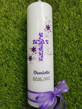 Taufkerze Kreuz Blumenwind TK230 Brombeerlila-Flieder / Silberschrift
