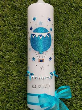 Taufkerze TK105 Heißluftballon in Türkis-Hellblau-Dunkelblau Holoflitter / Sterne rundherum