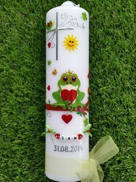 Taufkerze Froschkönig TK184-1 in Apfelgrün-rot mit Buchstabenkette©