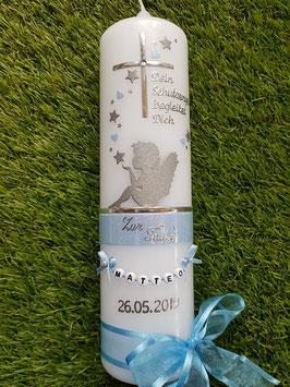 Taufkerze SK154-1 SCHUTZENGEL sitzend mit Sterne & Herzen / Silber-Hellblau Holoflitter / Buchstabenkette & Spruch