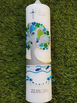 Taufkerze TK401 Lebensbaum mit Herzen, Kleeblatt, Fische, Wasser & Buchstabenkette Türkis-Dunkelblau-Hellblau-Apfelgrün-Silber Holoflitter