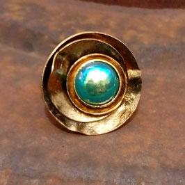 Ring antikvergoldet mit blaugrüner Effekt-Perle