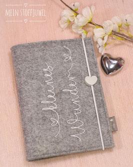 Mutterpasshülle Kleines Wunder weiß quer Herzensschrift