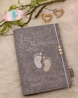 Mutterpasshülle personalisiert Mutterpass Babyfüßchen weiß, creme (Bsp. Ebru)