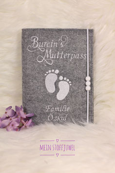 Mutterpasshülle personalisiert  Familie Babyfüßchen weiß Bsp. Familie Özkul