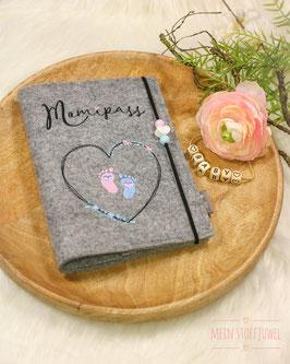 Mutterpasshülle Mamipass Blütenherz mit Babyfüßchen , Holzperle Weißes Herz, rosa, hellblau