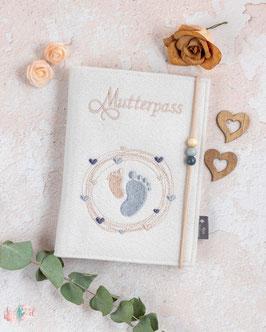 Mutterpasshülle creme Babyfüßchen im Herzkreis