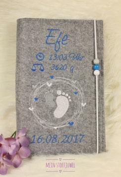 Personalisierte U-hefthülle Kreiselfuß blau, hellgrau und weiß Name und Geburtsdatum, Gewicht u. Uhrzeit mit Perlen