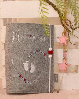 Mutterpasshülle Mamipass Blütenherz mit Babyfüßchen , Holzperlen weiß Herz weinrot