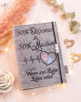 Mutterpasshülle Herzschlag 50 % mit Namen der Eltern, Wenn aus Liebe Leben wird.