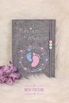 Mutterpasshülle Kleines Wunder grau, Füßchen rosa, hellblau 3 Perlen