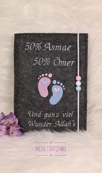Mutterpasshülle personalisiert Babyfüßchen 50 % Maminame 50 % Papiname und ganz viel Wunder..