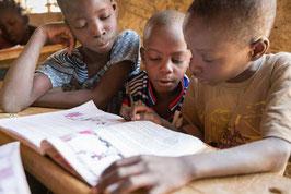 Schoolbank voor kinderen op de vlucht