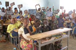 Schoolgeld voor de kinderen van Boni