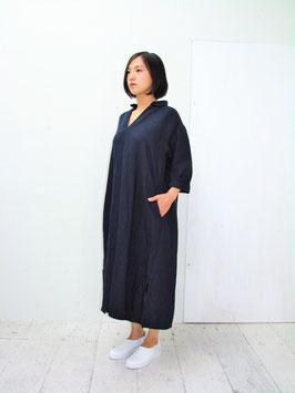 商品名:先染め ツイル ワッシャー リネン 襟付きスキッパー サイドスリット マキシワンピース「ネイビー」