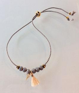 Armbänder aus Seide mit kleinem Edelstein und Schiebeperle als Verschluß