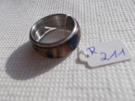 Ring aus Pankisazapfen mit blauem Kunstharz
