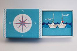 Schiffchenohrhänger mit rotblauen Wimpeln