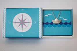Halskette mit kleinem Schiffchen