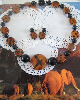 Set: Braun/schwarze Keramikkette aus Kazuri-Perlen (Kenia) und Ohrringe