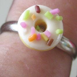 Weißer Donut-Ring