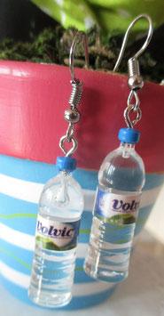Mineralwasser Volvic als Ohrringe