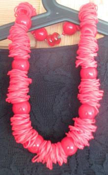 Rote Gummi-Kette