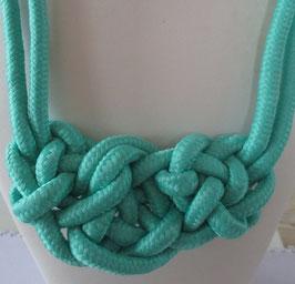 Türkise Kordelkette mit großem Knoten