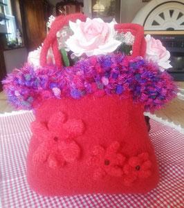 Rote Tasche mit Filzblüten