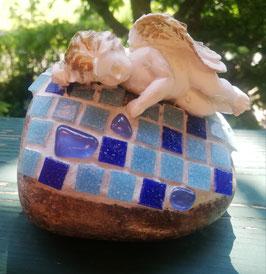 Blauer Mosaikstein mit Engel