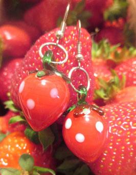 Erdbeer-Ohrringe aus Glas