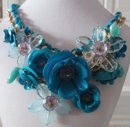 Blaue Blumen-Kette