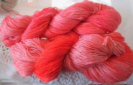 Wolle in Rot-Orange mit Glitzer