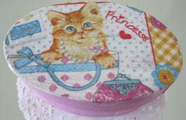 Rosa Schachtel mit Katze