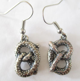 Brezel-Ohrringe aus Metall