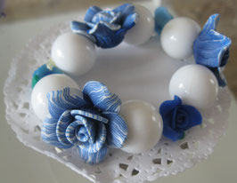 Blumenarmband blau/weiß