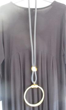 Kautschukkette mit goldfarbenem Drahtanhänger