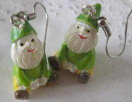 Gartenzwerg-Ohrringe mit grüner Mütze